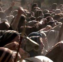 Qui se moque de Jésus en croix ?