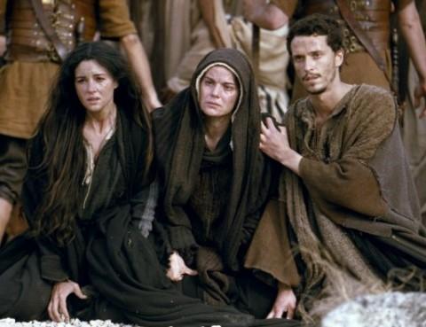 Marie au pied de la croix, dans le film La Passion du Christ