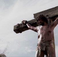 Combien de temps Jésus est-il resté sur la croix ?